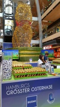 Budnianer-Aktion in der Europapassage: Hasen kaufen und für   Buchstart spenden!